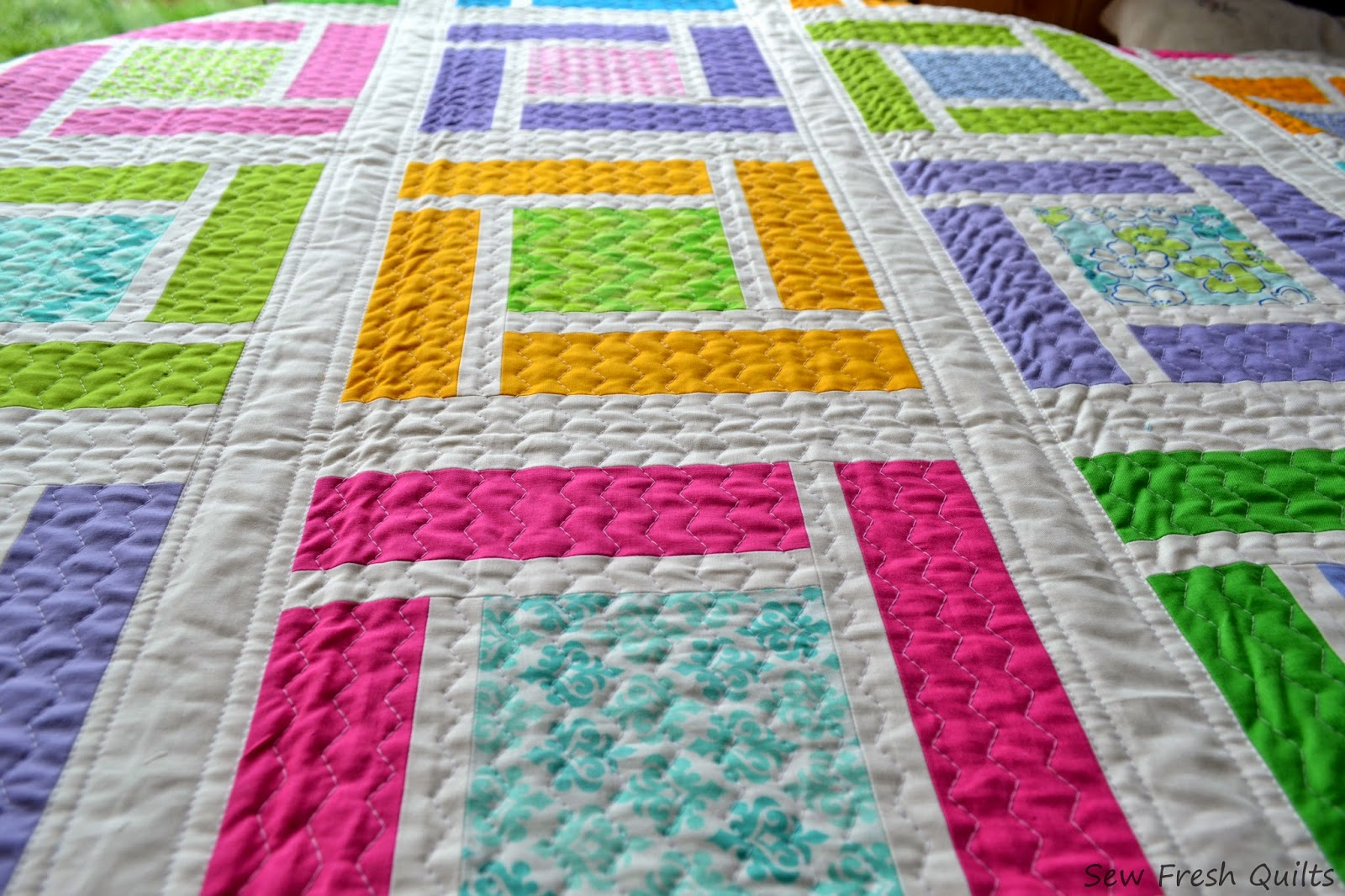 http://sewfreshquilts.blogspot.ca/2014/07/giggles-up-top